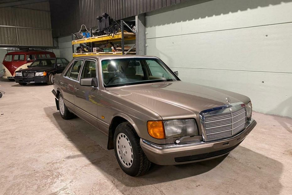 1991 Mercedes 300SE with a turbo 2JZ inline-six