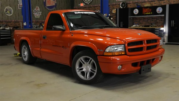 1999 Dodge Dakota truck with a 6.4L Hemi V8